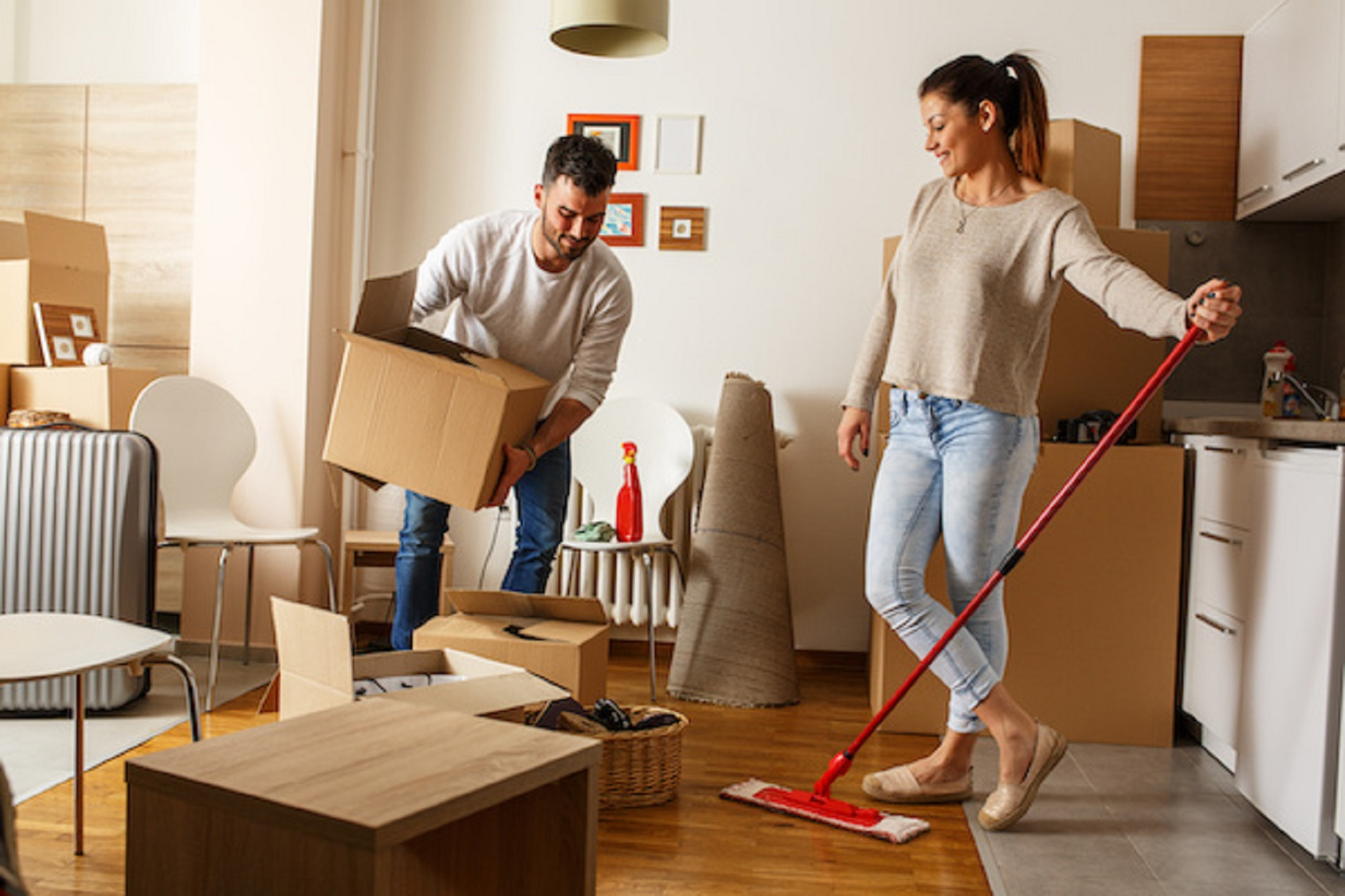 move in cleaning, move out clean, cleaning cost per square foot, standard clean and move out clean, clean a bathroom, hiring a housekeeper, Signs of a bad cleaning lady,